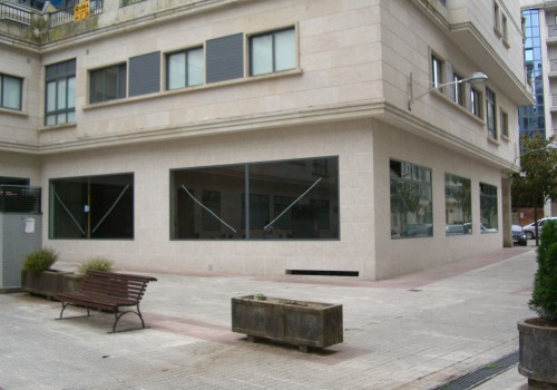 Alquiler  local 319 m2  rua Carballos – Ponteareas